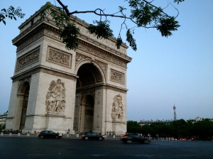 Photo of the Arc de Triomphe behind a nearly empty street.